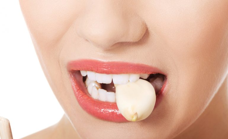 Put Garlic In Your Mouth For 30 Minutes, The Result is Unbelievable
